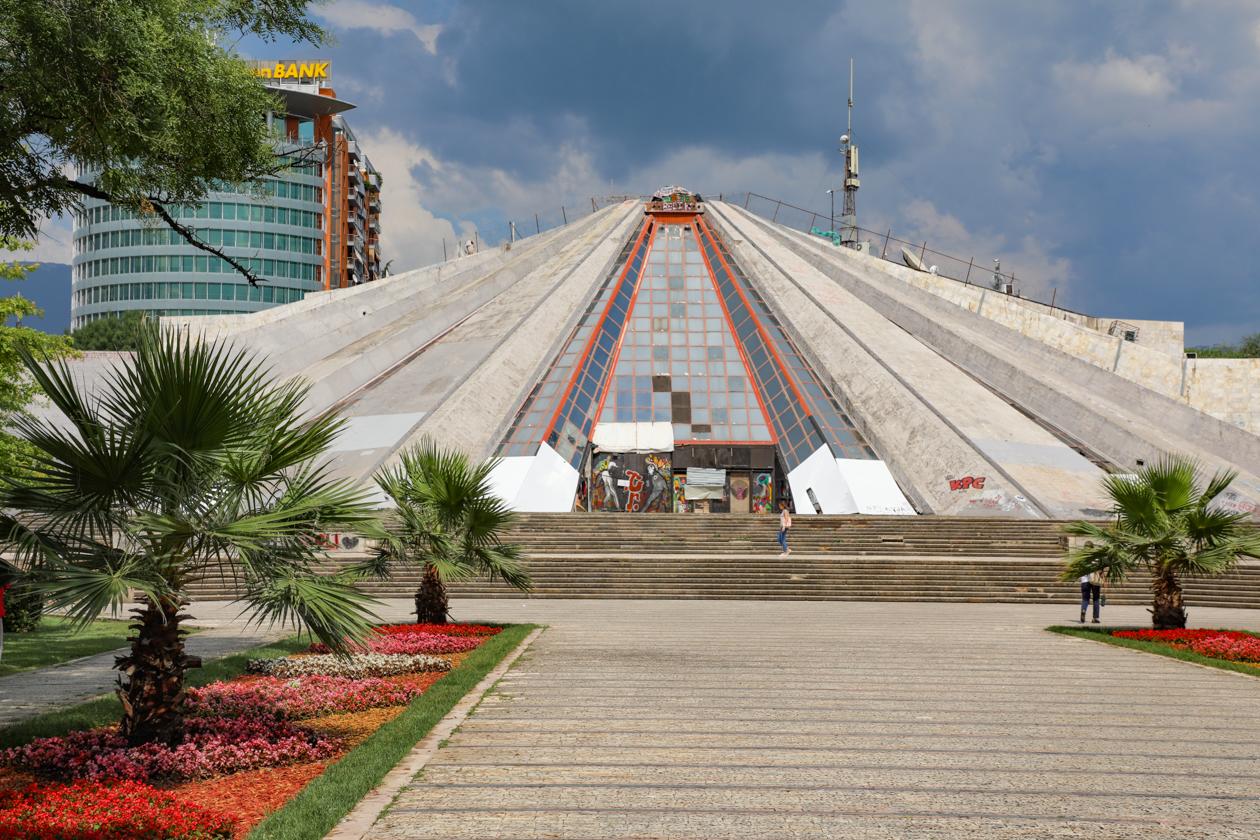 tirana-piramide
