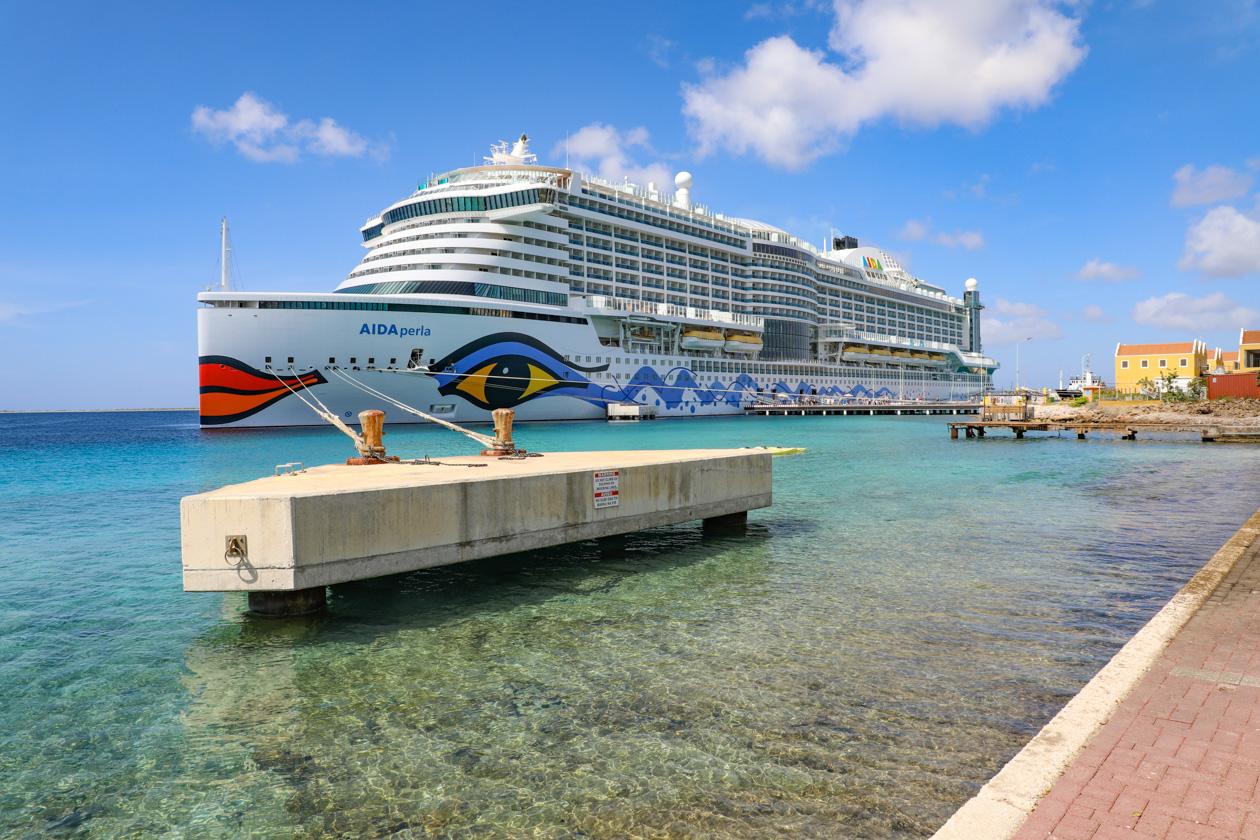 cruiseschip bij Bonaire